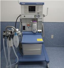 麻酔器: 人工呼吸器付きの麻酔器です