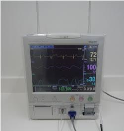 生体情報モニター: 心電図、呼吸、二酸化炭素濃度、麻酔ガス濃度、酸素飽和度、血圧、体温等をモニターします