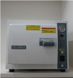 乾熱滅菌器: 手術器具等の滅菌に用います